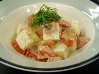 豆腐とトマトのごまドレッシング和え