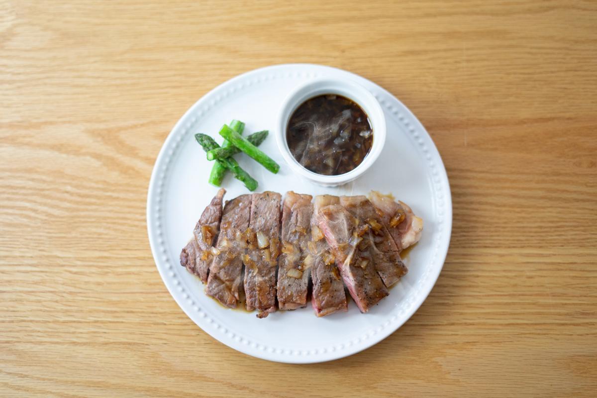 まつなが牛ステーキ(醤油と玉ねぎの特製ソース)